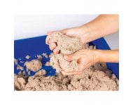 Set: Kinetic Sand mit Kunststoffkasten